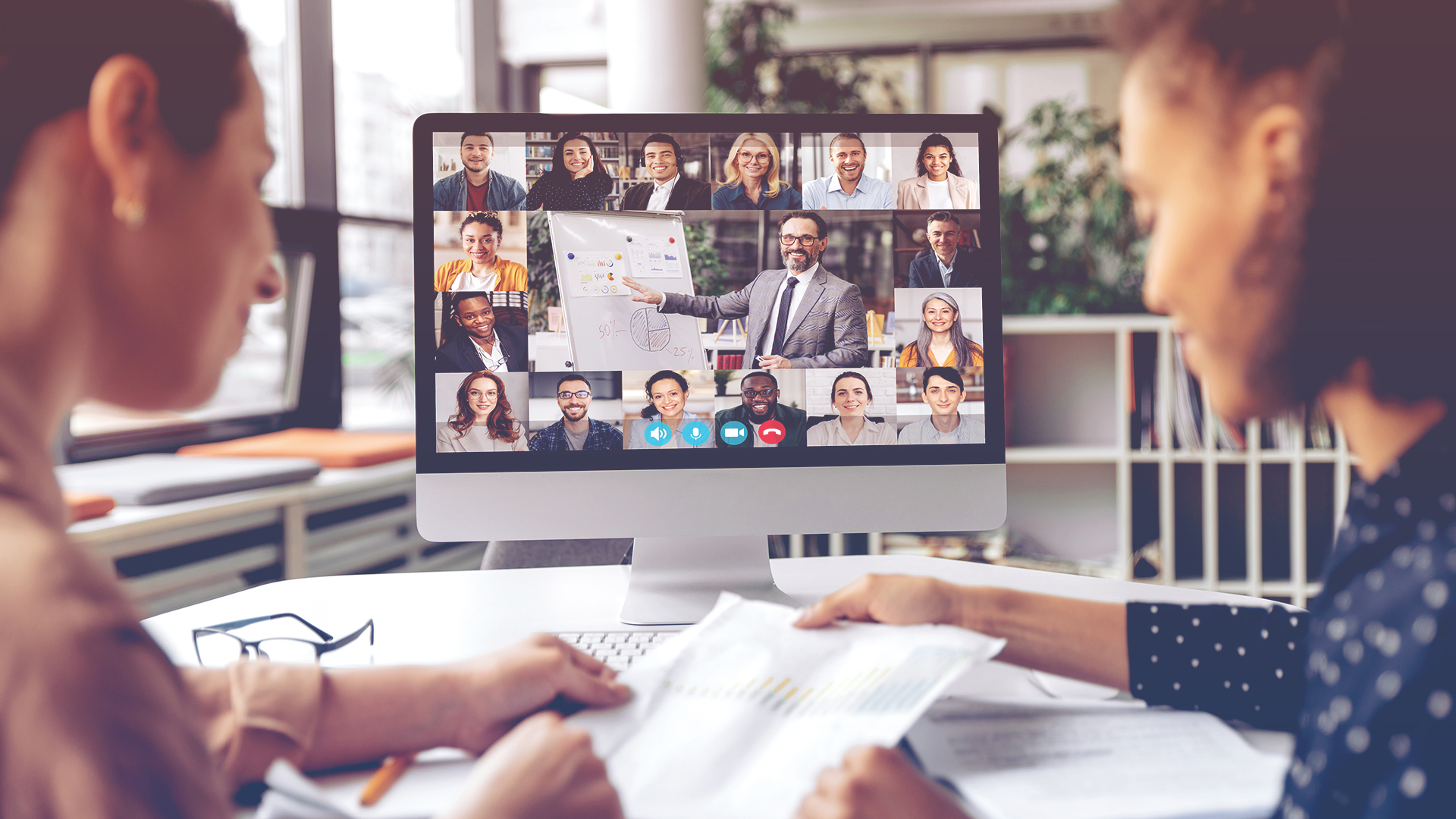 7 Keys to Creating a Highly Engaged Hybrid Team